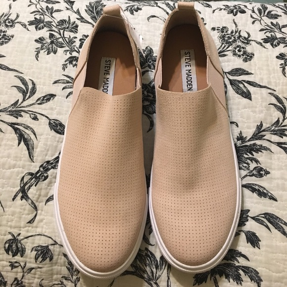4ed8a98ed54 NWOT Steve Madden JANZER light pink slip on shoes.  M 598fa9a86d64bc706a0ebde9