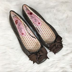 Poetic License • Brown Bow Flats