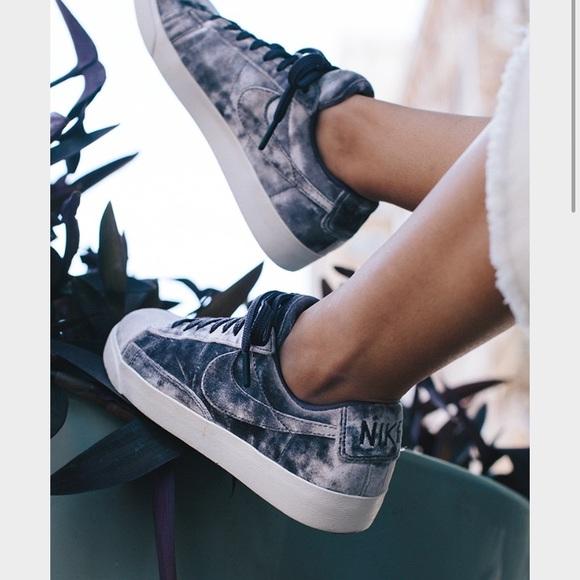 Nike Women s Velvet Blazer Low LX Dark Raisin. M 598fe22a2de512bfb60fb5bc 6e538c3a24