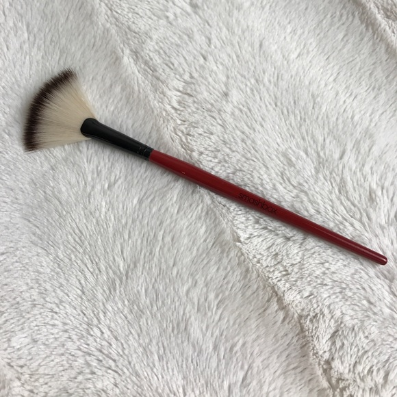 Smashbox Makeup - NEW SMASHBOX FAN BRUSH CAMERA READY
