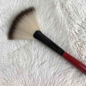 Smashbox Makeup - NEW SMASHBOX FAN BRUSH CAMERA READY