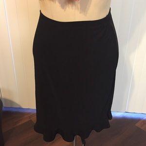 Black elastic waist skirt w/ ruffle bottom (Small)