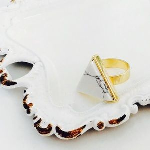 White howlite ring