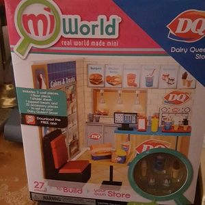 Other - mi world dairy Queen store box very cute