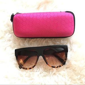 Oversized sunnies with case