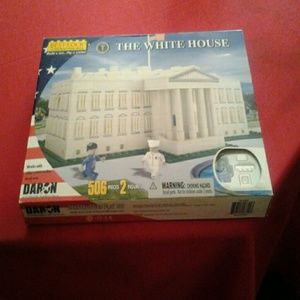 Other - The white house best lock construction toy 506 pcs