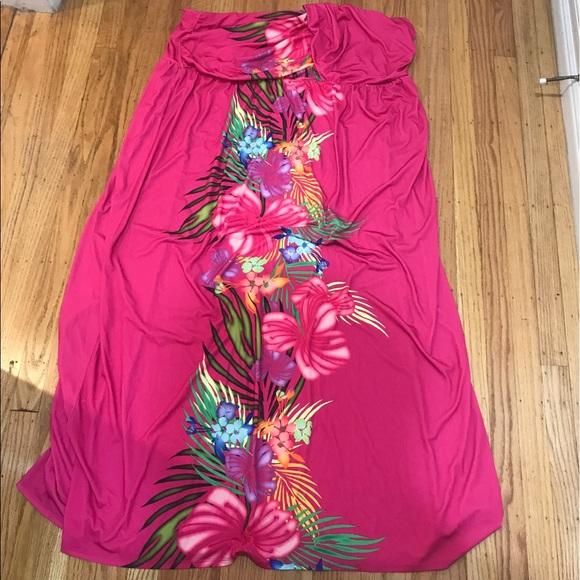 Plus size pink Hawaiian print maxi dress.