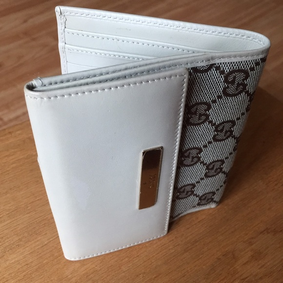 Gucci Women\u0027s White Wallet w/ Logo (Made in Italy)