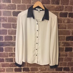 Cute botton down top black and white size M