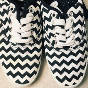df201e878daed Women's Classic Bal Black and White Sneaker