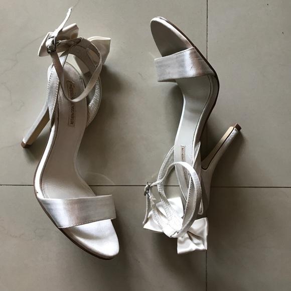 Schuhes Essence   Damenschuhe Essence Schuhes Menbur Weiß Satin Heels Bow 8   Poshmark 609b3c