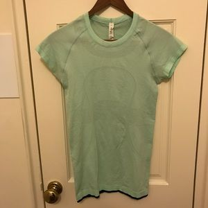 Lululemon running top. Mint green. Size 4.