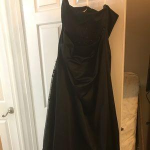 David's Bridal Black Bridesmaid (F12385)