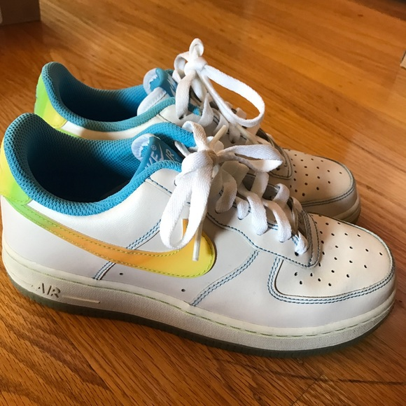 separation shoes f8ab9 66379 Nike Air Force 1 Low - Youth (White Gradient). M 5990cd7fc284567d8c127f01