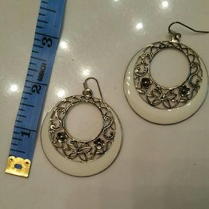 *5 for $25 sale* Ivory & gold circle drop earrings