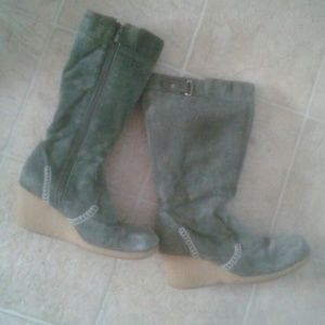 Shoes - Suede green boots