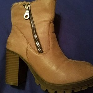 Mossimo Tan ankle boots size 7.5
