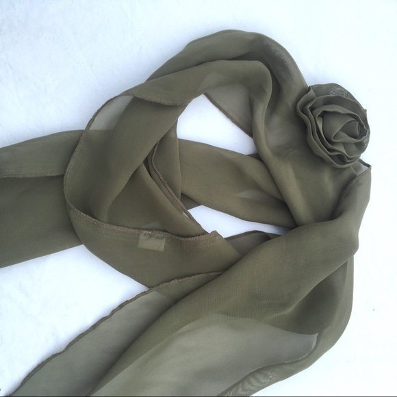 Accessories - Green scarf with flower