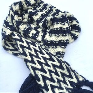 Old Navy Accessories - Blue and white knit scarf