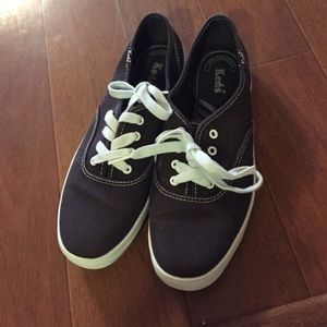 Shoes - Brown keds