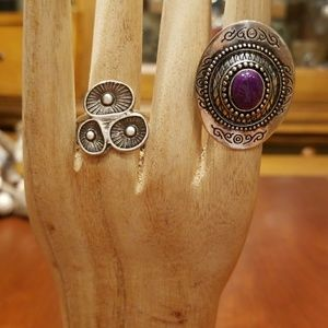 Jewelry - Two silver-tone rings