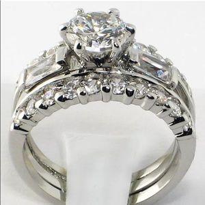 Jewelry - 2 piece simulated diamond ring set