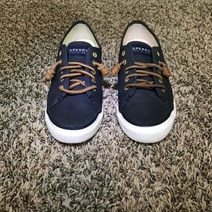 Sperry suede sneaker