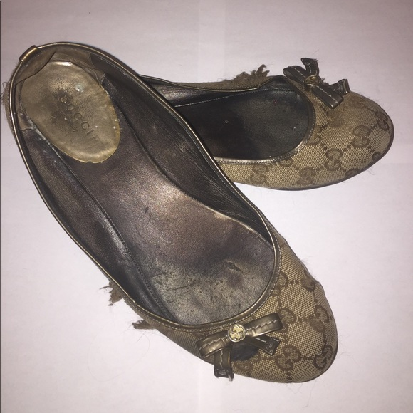 451bcece5d6 Gucci Shoes - Gucci Monogram bow ballerina flats shoes sz 38 8!