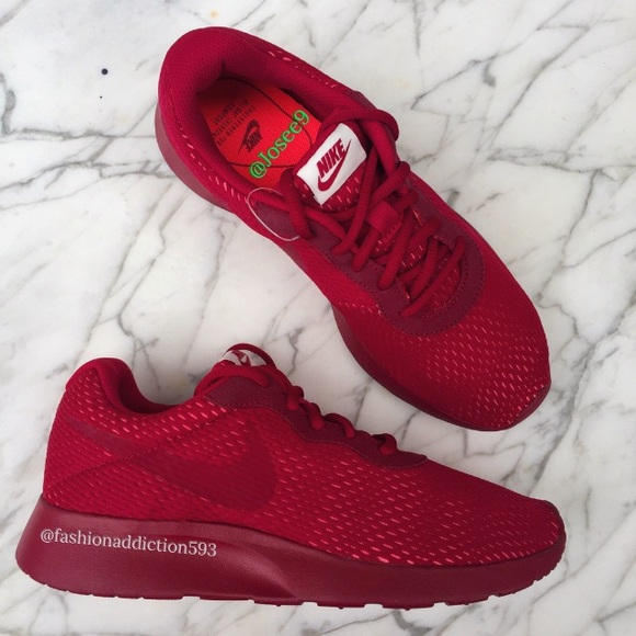 newest fbce7 64139 Nike tanjun premium women's Burgundy sneakers NWT