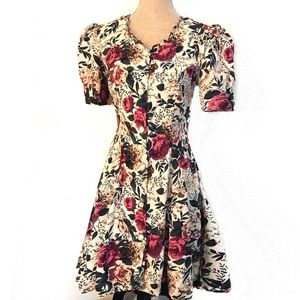 Vintage 90's grunge Floral dress w/ rose buttons