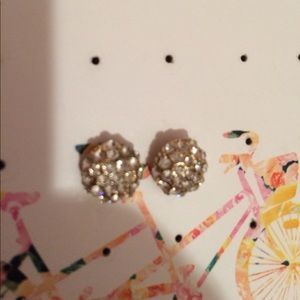 Jewelry - Round studded earrings
