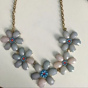 Jewelry - Flower gem necklace