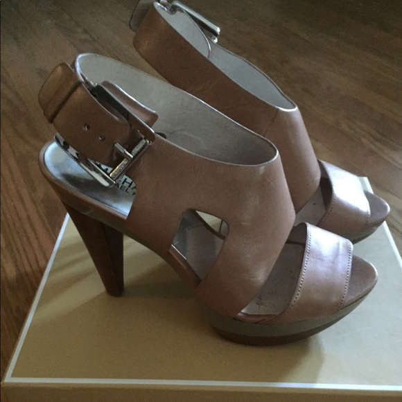 dd4125f09ff Michael Kors Shoes - Michael Kors Carla platform Sandal - size 7.5