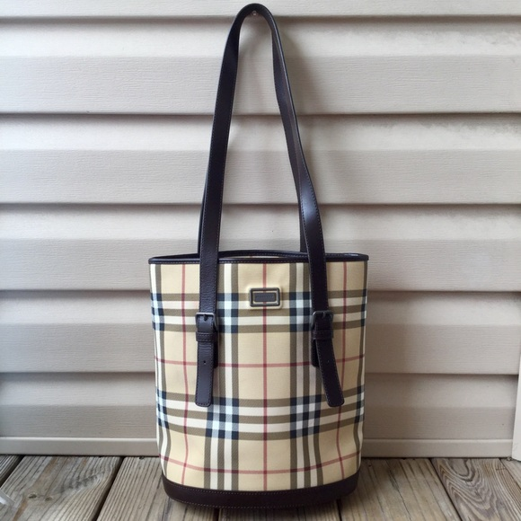 c4730127880 Burberry Handbags - 🌀HP🌀💯Authentic Burberry Nova Check Bucket Bag