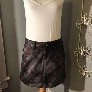 Elle grey acid wash denim mini skirt- size 4