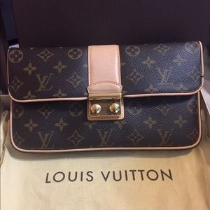 Authentic Louis Vuitton Clutch 👛
