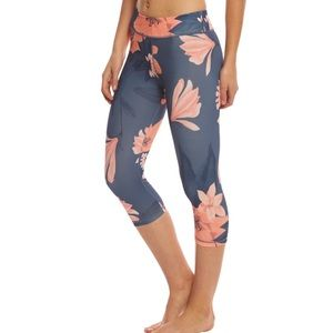 NWT Minkpink Midnight Romance floral 3/4 legging
