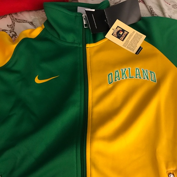 the best attitude 4fcf9 6266b Women's Oakland A's Nike track jacket NWT
