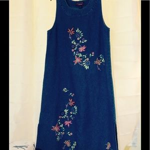 Dresses & Skirts - Vintage Maxi denim dress with floral embroidery