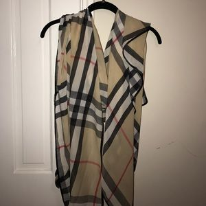 Accessories - PERFECT CONDITION Burberry printed scarf