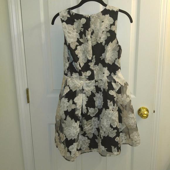 Forever 21 Dresses - Forever 21 Floral Black/White/Gray Dress
