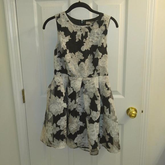 Forever 21 Dresses & Skirts - Forever 21 Floral Black/White/Gray Dress