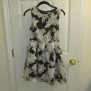 Forever 21 Floral Black/White/Gray Dress