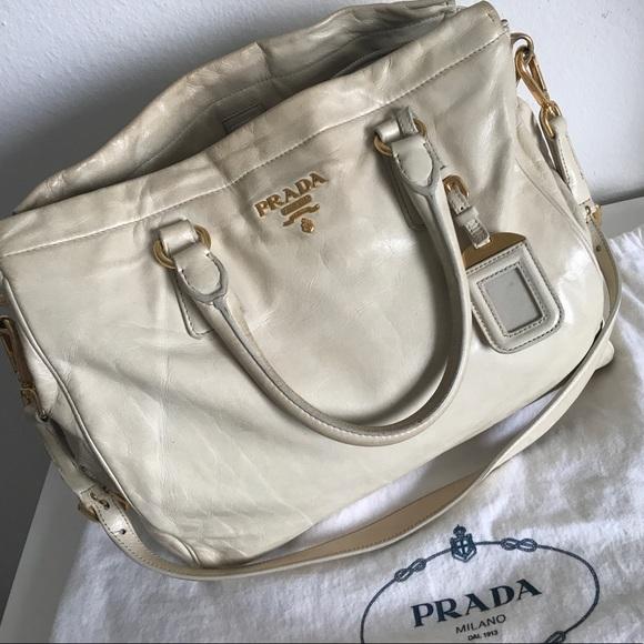 cab56b06d3cc Prada Vitello Shine 2way Tote Bag 💯 Authentic. M 59931d395c12f86b1c1a41e1