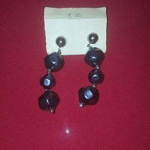 Jewelry - cute pair of ladies earring pre_owned