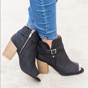 Shoes - Black Pinholes Buckle Heel Bootie