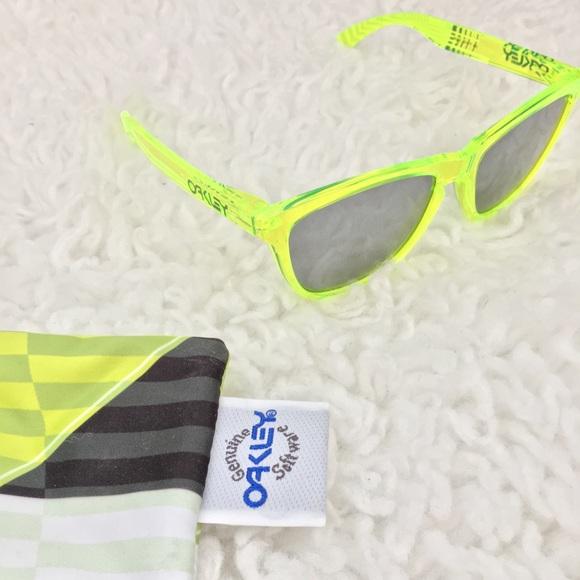 1f73319bed0fe Oakley Deuce Coupe Frogskin sunglasses. M 599368b84e8d170fa61b9df9