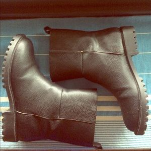 Black lined leather boots