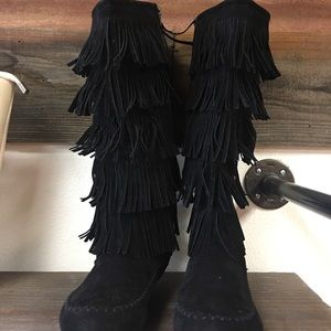 Shoes - Fringe boots NEW