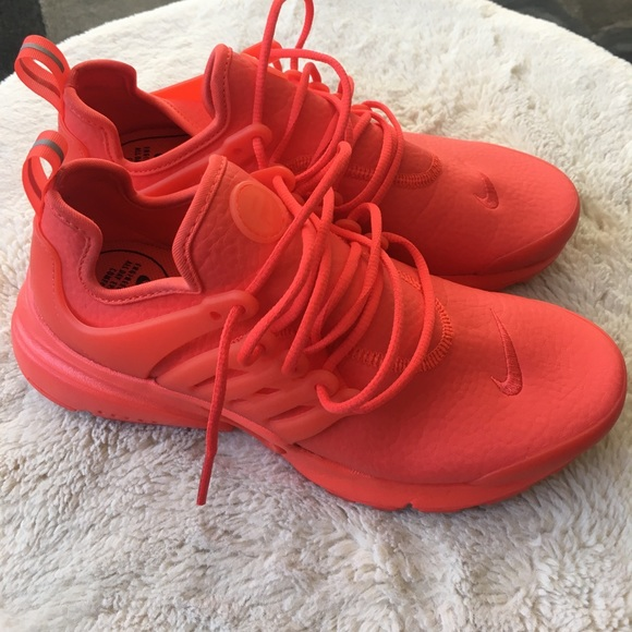 watch c4a61 fabcb rare Nike red, leather prestos. women's size 7.